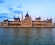 Ungersk parlamentbyggnad på solnedgången, Budapest arkivfoto