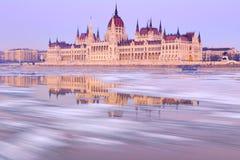 Ungersk parlamentbyggnad på vintern Royaltyfria Bilder