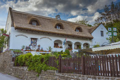 Ungersk traditionell arkitekturstil i byn Tihany Arkivfoton