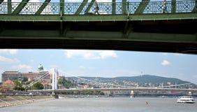 Ungerska gränsmärken från Danube River i Budapest Royaltyfria Bilder