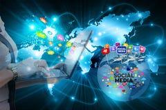 Ungeschütztes Entweichen von privaten Informationen über sozialen Netzwerken lizenzfreie stockfotografie