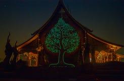 Ungesehen der glühende Baum Stockfotos