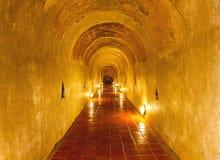 Ungesehenes Thailand der alte Tunnel von Wat Umong Suan Puthatham-Tempel Lizenzfreie Stockbilder