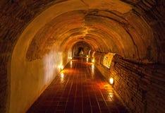 Ungesehenes Thailand der alte Tunnel von Wat Umong Suan Puthatham-Tempel in Chiang Mai, Thailand Stockfotografie