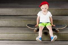 Ungeskateboardaktiv Royaltyfri Foto