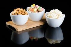 Ungesunde Fertigkost oder Snack-Food auf einem Hintergrund Lizenzfreie Stockbilder