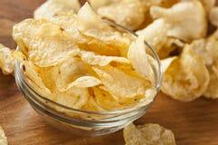 Ungesunde knusperige Kartoffelchips Stockbilder