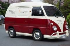 Ungewöhnlicher Weinlesekoreaner van car mögen VW-Camper Stockbilder