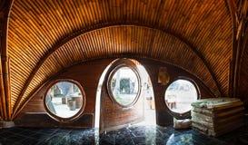 Ungewöhnliches Bambushaus vom natürlichen Bambusbaum auf der Tropeninsel Bali Lizenzfreies Stockfoto