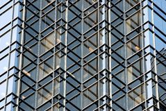 Ungewöhnliches Getreide des Geschäftsgebäudes Lizenzfreie Stockfotografie