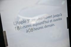 Ungewöhnlicher Zeitplan Apple Stores für iPhone Produkteinführung Stockbilder