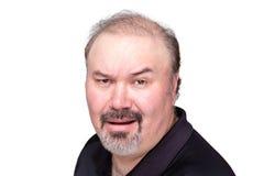 Ungläubiger Mann, der seine Augenbraue hochzieht lizenzfreie stockfotografie