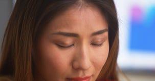 Unglückliche chinesische Geschäftsfrau lizenzfreie stockfotos