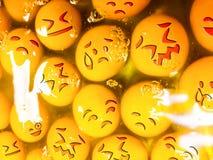 Unglückliche Eier mit den Emoticons roh Stockbild