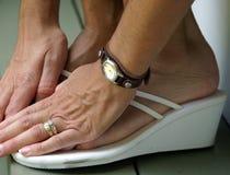 Unglückliche Füße lizenzfreie stockbilder