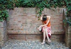 Unglückliche Frau in der Orange Lizenzfreie Stockfotos
