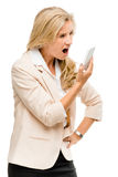 Unglückliche Frau, die unter Verwendung des Handys lokalisiert auf Weißrückseite kämpft Stockfotografie