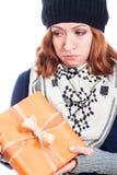 Unglückliche Frau mit Geschenk Stockfotografie