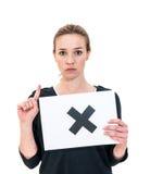 Unglückliche junge Frau mit dem KEINEM Brett lizenzfreie stockbilder