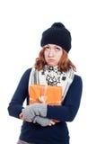 Unglückliche Winterfrau mit Geschenk Stockbild