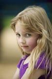 Unglückliches kleines Mädchen Lizenzfreie Stockfotos