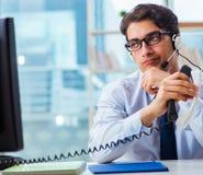Ungl?ckliche ver?rgerte Call-Center-Arbeitskraft frustriert mit Arbeitsbelastung lizenzfreies stockfoto