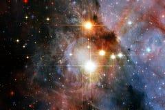 Unglaublich schöne Galaxie irgendwo im Weltraum Zukunftsromantapete lizenzfreie stockfotos