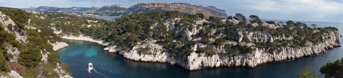 Unglaublicher Meerblick und Klippen-seitliches Panorama Stockfotografie