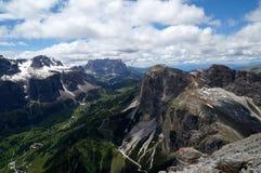 Unglaublicher Panoramablick von Dolomitbergen/sassolungo und sella Gruppe Stockfoto