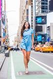 Ungt östligt - europeisk kvinnaresande i New York Arkivfoton