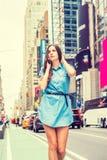 Ungt östligt - europeisk kvinnaresande i New York Royaltyfria Bilder