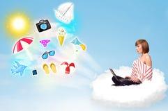 Ungt affärsmansammanträde i moln med bärbara datorn Arkivbild