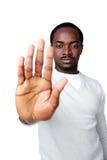Ungt afrikanskt tecken för manvisningstopp med handen Royaltyfria Bilder