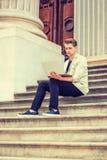 Ungt amerikanskt studera för man som arbetar i New York Arkivbilder