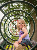 Ungt barn på lekplatsen Royaltyfria Bilder