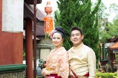 Ungt bröllop på allmänheten Fotografering för Bildbyråer