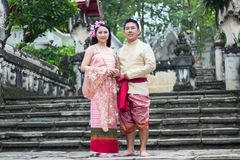 Ungt bröllop på allmänheten Arkivbilder