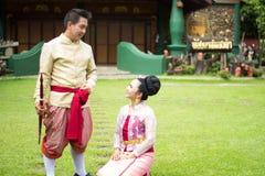 Ungt bröllop på allmänheten Royaltyfri Foto