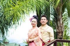 Ungt bröllop på allmänheten Royaltyfri Bild