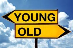 Ungt eller gammalt, mitt emot tecken Royaltyfri Fotografi