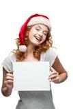 Ungt gladlynt flickaholdingtecken på white Arkivbild