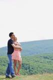 Ungt krama för par Royaltyfria Foton