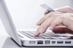 On-line betalning royaltyfria bilder