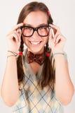 Ungt nerdy gulligt le för flicka Arkivbild