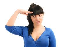 Ungt salutera för kvinna som isoleras på vitbakgrund royaltyfri foto