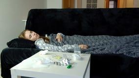 Ungt sjukt hosta för kvinna lager videofilmer