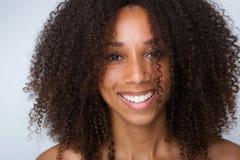 Ungt skratta för svart kvinna Arkivbilder