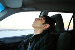 Ungt sova för man Royaltyfria Bilder
