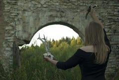 Unheimliches weibliches Ritual stockfoto