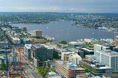 Unión del lago, lago de agua dulce Distrito comercial creciente en el extremo sur del lago Seattle, Wa Imagen de archivo libre de regalías
